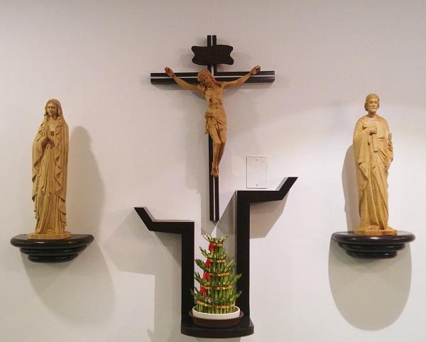 Những mẫu bàn thờ chúa hót nhất, hiện đại nhất 2019