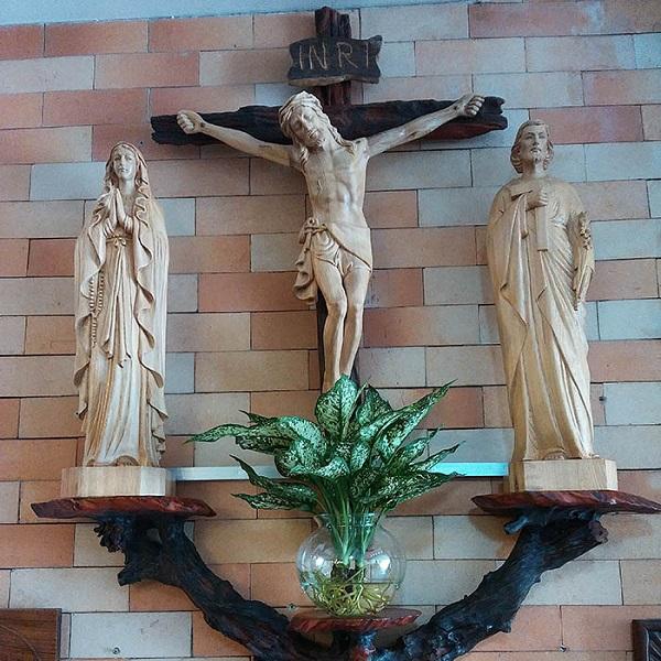 Cách bài trí bàn trí bàn thờ chúa treo tường chuẩn nhất