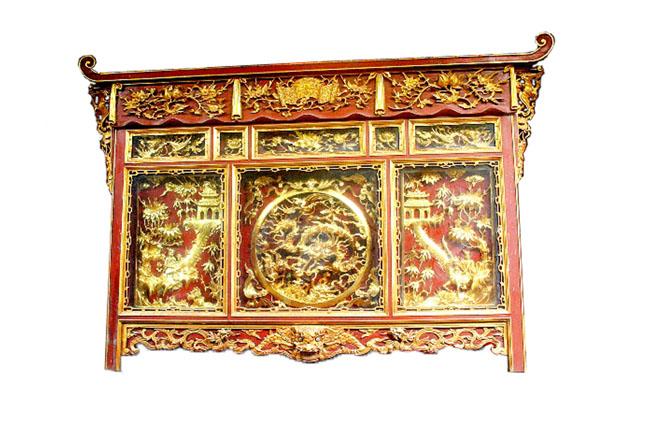 Tủ thờ sơn son thếp vàng có đắt như tên gọi?