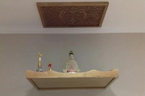 Sản phẩm bàn thờ treo hiện đại thiết kế nhỏ gọn, vô cùng thông minh và phù hợp với không gian có diện tích nhỏ và vừa