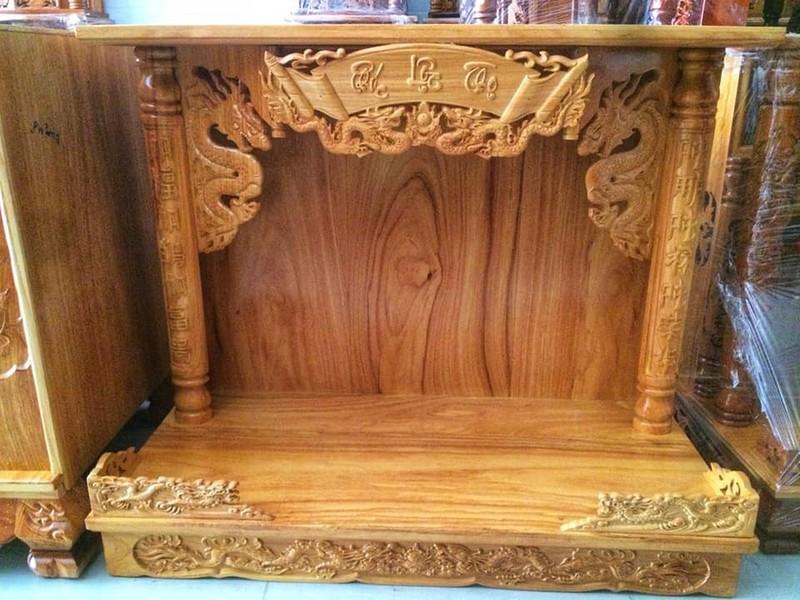 Thiết kế bàn thờ treo tường có mái phù hợp với nhiều không gian phòng thờ hoặc nơi đặt bàn thờ cúng